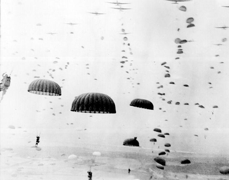 Geallieerde parachutisten tijdens operatie Market Garden. Bron: Wikipedia