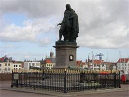 Het standbeeld van de Ruyter in zijn geboortestad Vlissingen