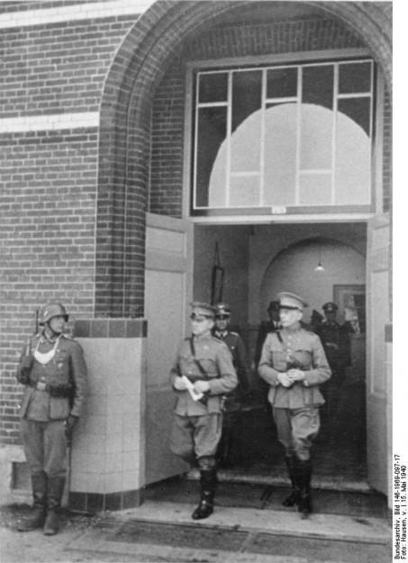 Generaal Winkelman nadat hij de Nederlandse overgave aan de Duitsers heeft ondertekend, 15 mei 1940. (bron: Bundesarchiv, Wikimedia Commons)