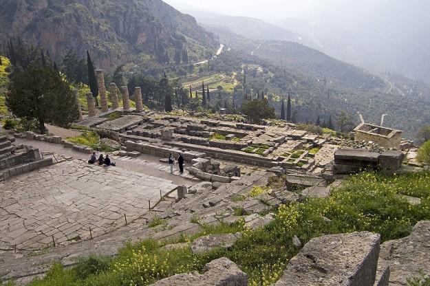 Orakel van Delphi door Sophie Debognies, 2005. Bron: wikipedia.