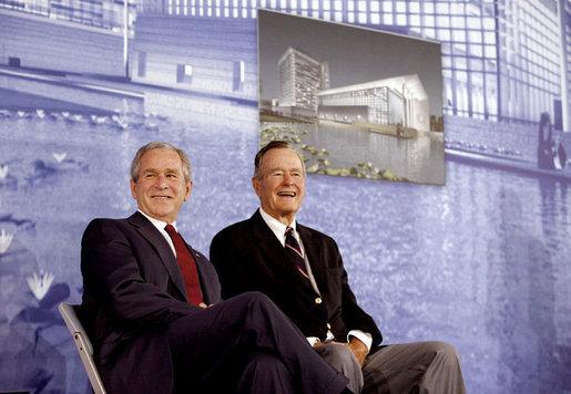 Bush Sr en Jr. bron: wikimedia.org
