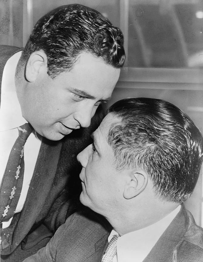 Jimmy Hoffa en vertrouweling Bernard Spindel tijdens een overhoring van de 'Senate Rackets Committee'