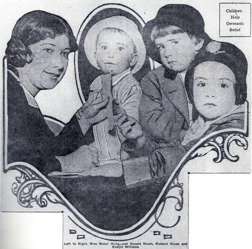 Richard Nixon (rechtsboven) maakt zijn krantendebuut in 1916 (bron: Wikimedia)
