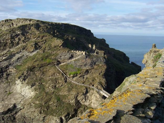 Ruïne Tintagel kasteel. Eens een onneembare vesting. Bron: en.wikipedia.org