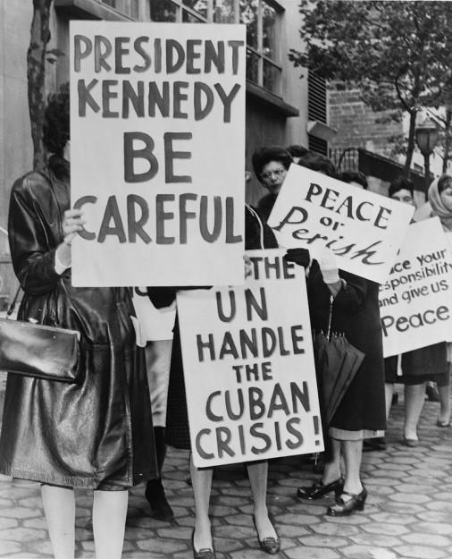 Oktober 1962: Enkele vrouwen strijden voor vrede tijdens de Cuba Crisis,