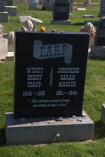 gedenksteen Wyatt Earp
