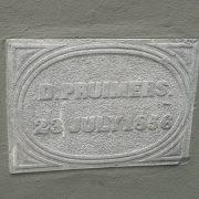 De eerste steen gelegd door de echtgenoot van de barones.